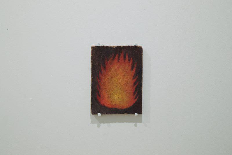 「よく燃える火」こちらは着火剤に描かれています